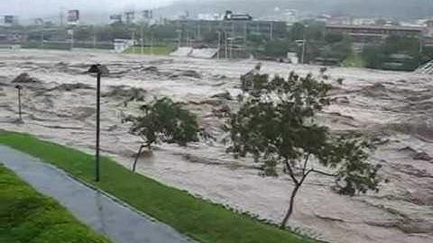 Huracán Alex en Monterrey (Río Santa Catarina)