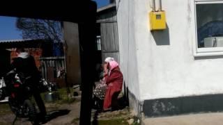 Баба Маша зажигает на питбайке