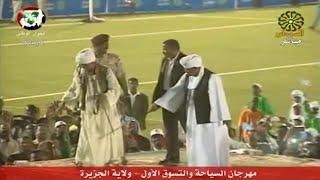 مواطن يرقص مع الرئيس السوداني بسيف يرعب رجال الأمن