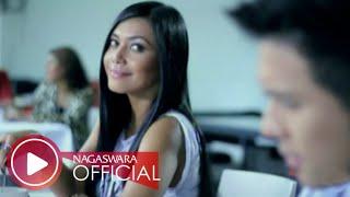 Video Denada - Kamu Memang Gila (Official Music Video NAGASWARA) #music download MP3, 3GP, MP4, WEBM, AVI, FLV Desember 2017