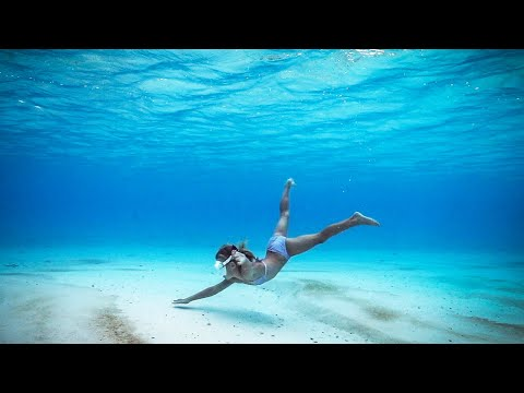 6 YR OLD Dorothy FREE DIVES DEEP into the Ocean of Aitutaki!!