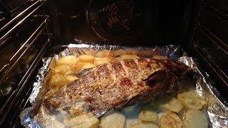 Лещ  запечённый в духовке,с молодой картошкой .