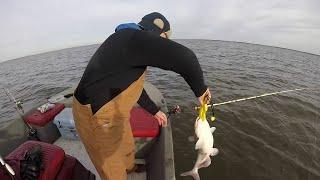 Самые прикольные и смешные приколы на рыбалке видео 2021