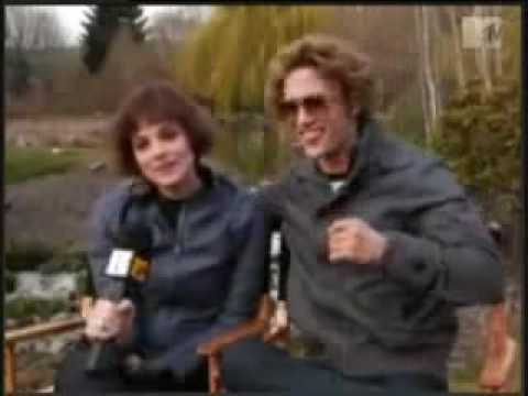 Jackson Rathbone & Ashley Greene's Cullen Crest!