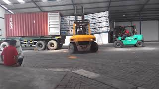 AMAZING FORKLIFT SKILLS,  MERBAU DECKING Loading Into Container Only 5 Minutes