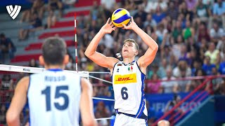 Simone Giannelli's MOST SPECTACULAR SETS! | Player of the Week | Highlights Volleyball World