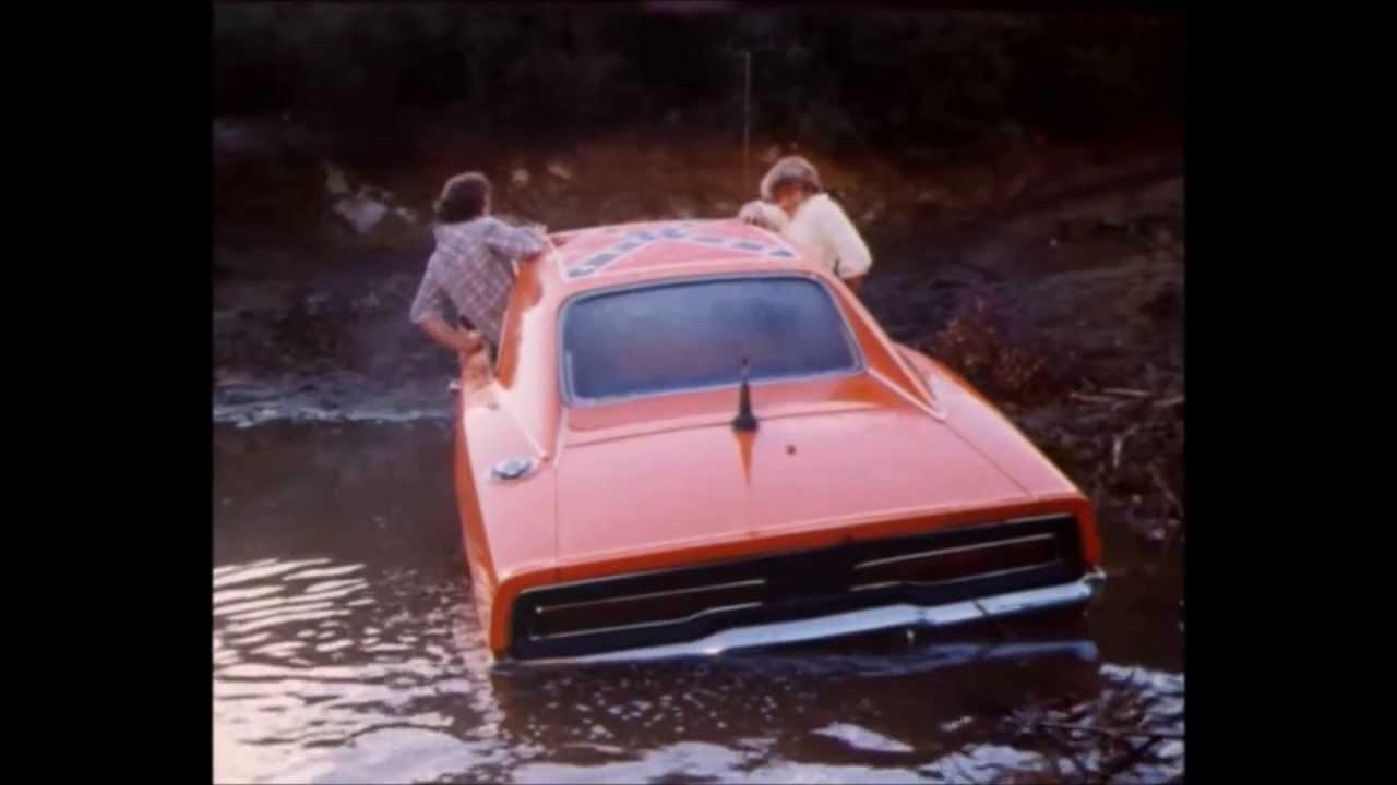 Dukes of Hazzard-Bo and Luke crash General Lee into pond ...