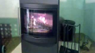 デンマーク HWAM(ワム)社の薪ストーブです。きれいな炎で燃えます。 燃...