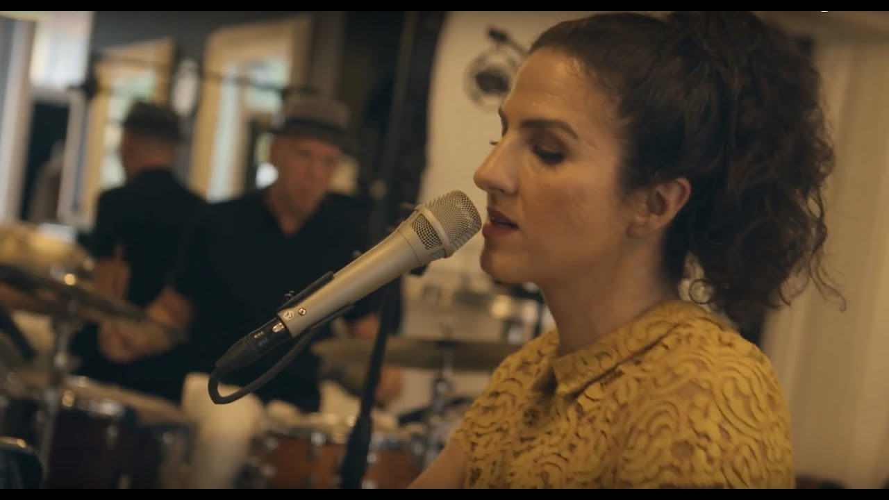 LAILA BIALI - Yellow (Coldplay cover) - live acoustic version