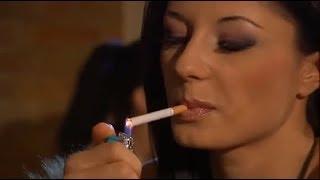 Sofia Gucci smoking