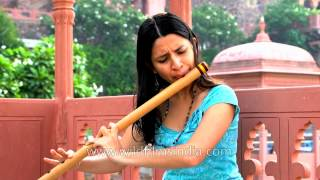 Flute virtuoso Nathalie plays the Indian bamboo flute in India