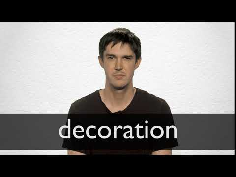 How to pronounce DECORATION in British English