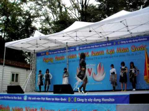 INHA biểu diễn thời trang ở ĐSQ VN 2009