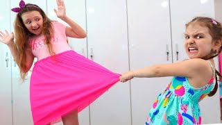 Sisters Can't Share The Dresses! Mother has a Cool Trick   Super Elsa