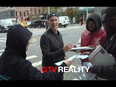 Chad Smith of RHCP signing autographs on GTV Reality