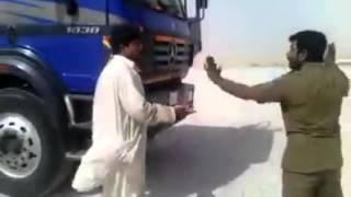 Repeat youtube video پاکستانی نے سعودی پولیس کو بهاگنے پر مجبور کیا