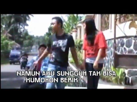 ZHATTIA BAND - CINTA INI MEMBUATKU TERSIKSA | Official Video Full Lyrics.Mp4