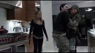 "Clarke: ""Murphy take my gun"" + ""Murphy won't let him go anywhere"" (The 100: 04x07)"