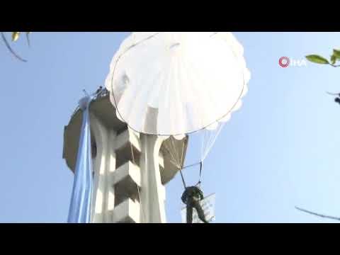 Paraşüt Kulesi'ne mavi kravat