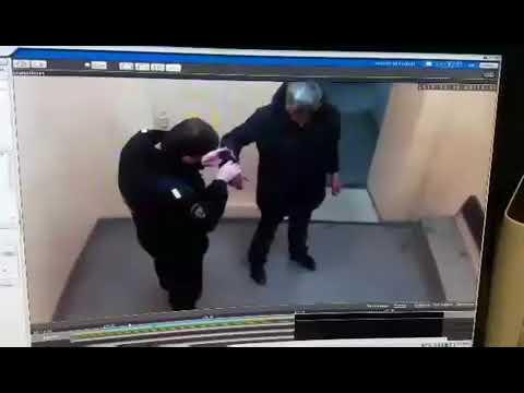 Задержанный ударил полицейского в отделе полиции №2 в Красноярске