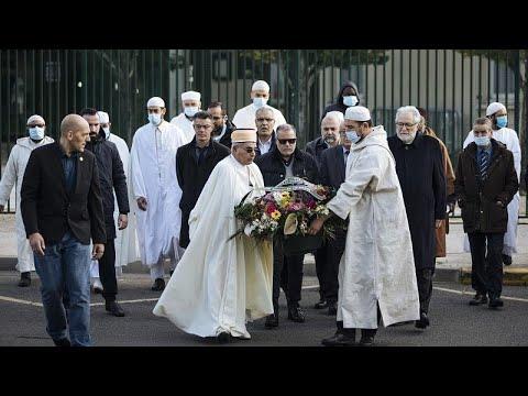 عام على مقتل مدرّس فرنسي عرض الرسومات االمسيئة للنبي محمد.. أئمةٌ يحيون الذكرى وينددون بالجريمة  - نشر قبل 20 ساعة