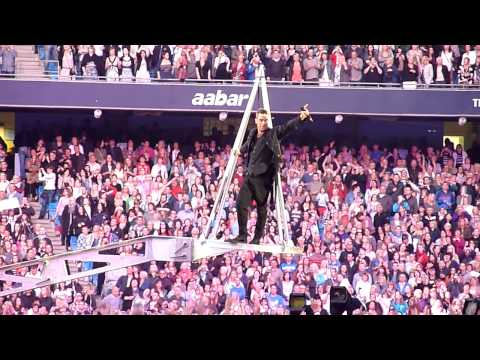 Take That & Robbie Williams - Feel - Manchester 11 June 2011