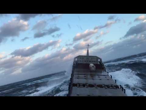 ШТОРМ 12 Баллов, у парней стальные яйца, родились в рубашке | Tanker Ship in Extreme Storm 12 points