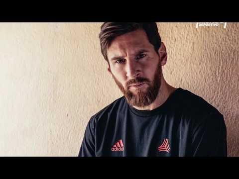 Las nuevas botas de Messi, con los colores del Barça