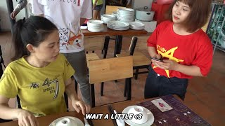 Beautiful Mom Eating Delicious ROASTED CHICKEN Just Only 10k VND   ỐC Family