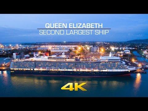 The Queen Elizabeth leaving Mauritius
