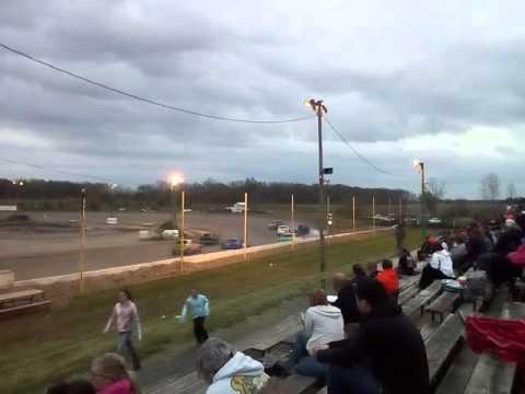 Oakshade raceway Ohio 5/7/16 bomber
