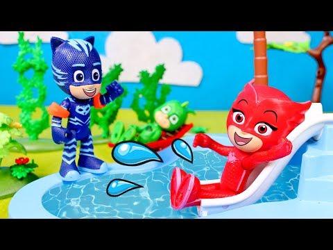 PJ Masks en la piscina 💦⚡ Los PJ Masks se divierten en el tobogán de agua