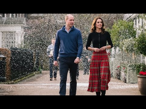 William & Catherine Host Children's Christmas Party (WITH SNOW) At Kensington Palace 2018 - YouTube