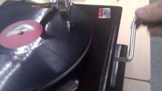 Old Gramophone in Action - Old Hindi Song aprox 1925