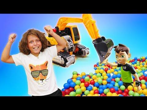 Видео про детские игрушки. Бен 10 упал в бассейн! Игры в тоботы для мальчиков.