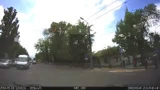 В Бишкеке джип выехал на встречную полосу