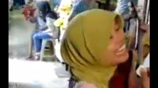 Ibu Sri Pengamen Bersuara Merdu (Secawan Madu)