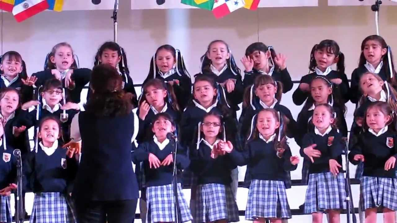 Coro pre escolar gimnasio femenino 2012 popurri youtube for Gimnasio femenino