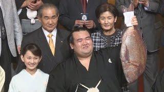 大相撲の初場所千秋楽が24日、東京都墨田区の両国国技館で行われ、東...