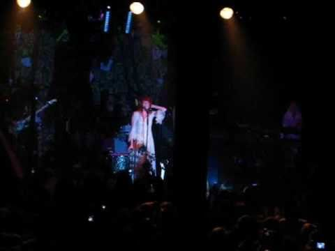 Florence + the Machine - Hardest of Hearts (Mezzanine 4/17/10)