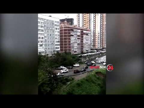 Снова транспортный коллапс образовался во Владивостоке из-за ям