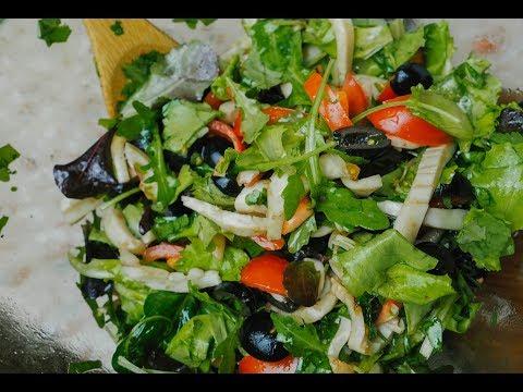Теплый салат с кальмарами! Вкуснота.