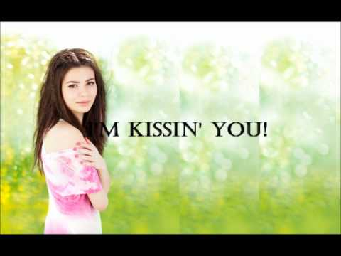 Miranda Cosgrove - Kissin' U Lyrics