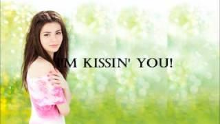 Miranda Cosgrove - Kissin