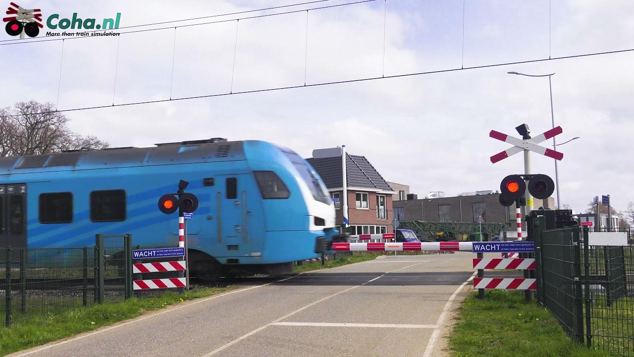 Spoorwegovergang Barneveld 😍4K😍 // Dutch railroad crossing