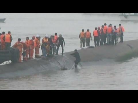 Schiffsunglück: Den Rettern in China läuft die Zeit davon