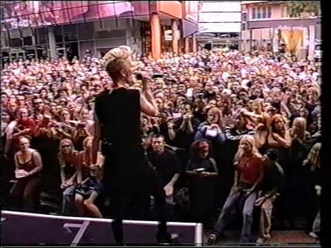 Garbage - Cherry Lips (Go Baby Go!) live on WhatUWant