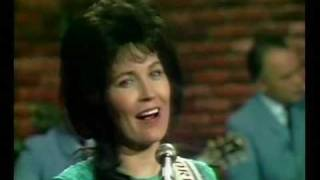 Loretta Lynn - You Ain