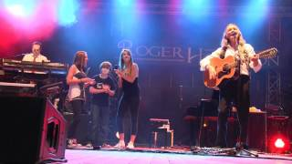 Roger Hodgson & THE THREE GEES give a little bit LIVE