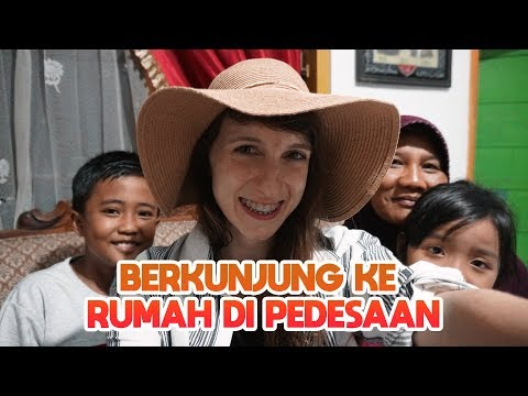 Visiting INDONESIAN houses in the village - Globe in the Hat #33